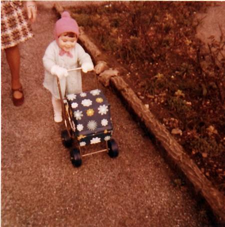 me mum age 2